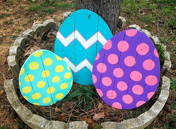 pallet decorated easter eggs