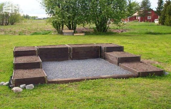 raised pllanter beds made with pallet collars