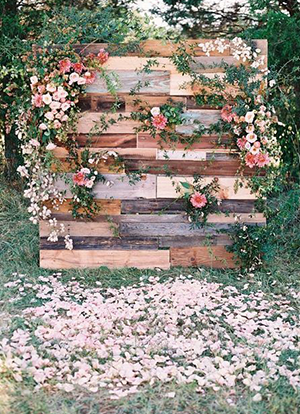 Decorate Your Wedding With Pallets Universal Pallets