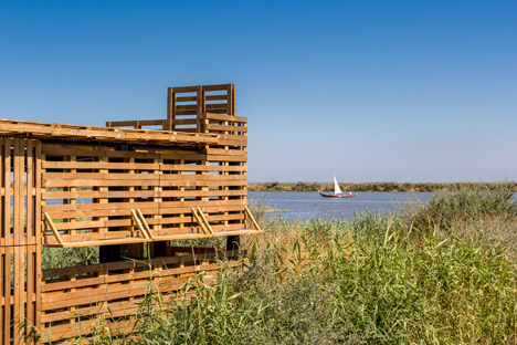 bird hide made from pallets