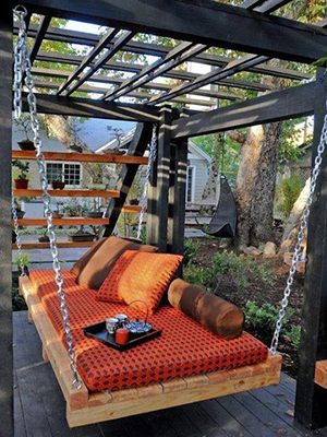 Pallet swing chair