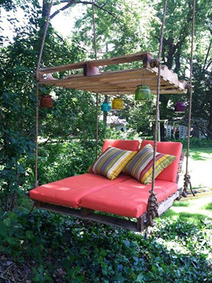 Pallet hanging chair
