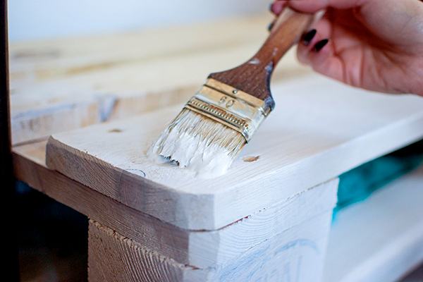 Painting a pallet white
