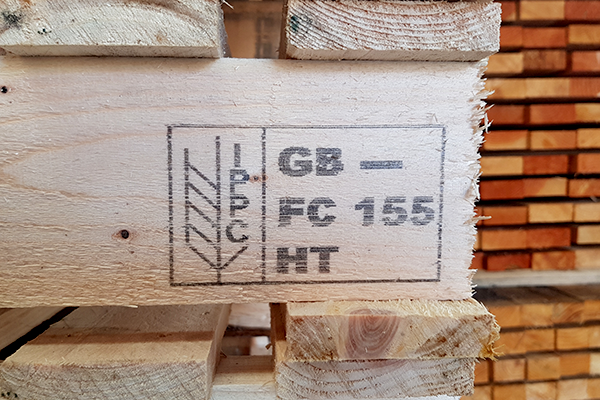 Heat treatment stamp on a pallet
