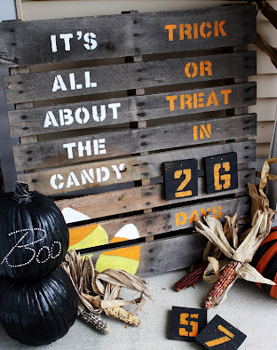 wooden pallet countdown sign for halloween